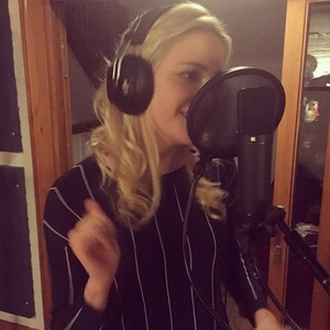 Pixie Lott shares photo from the studio to Instagram, 12 February