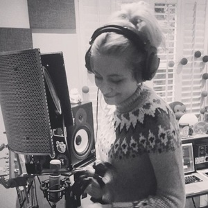 Pixie Lott shares photo from studio session to Instagram, 17 February