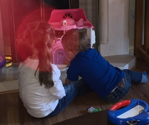 Frankie Bridge shares picture of Parker and Aoife playing together - 17 Feb 2015