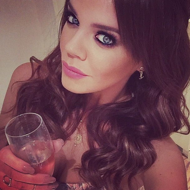 Maria Fowler shares selfie of her flawless make-up look
