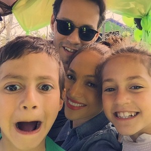 Jennifer Lopez shares family photo with ex-husband Marc Anthony and their twins Emme and Maximilian, Instagram 21 February