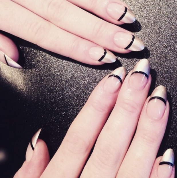 Jess Glynne rocks silver tipped manicure, courtesy of Jenny Longworth, 3 March 2015