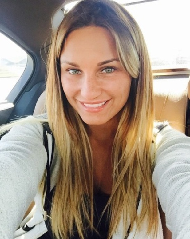 Sam Faiers shares no make-up photo from Dubai holiday, Instagram 3 March