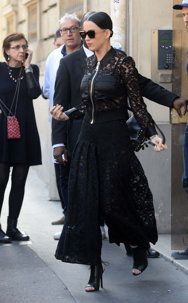 Katy Perry goes for an all black ensemble at Paris Fashion Week (8 March)