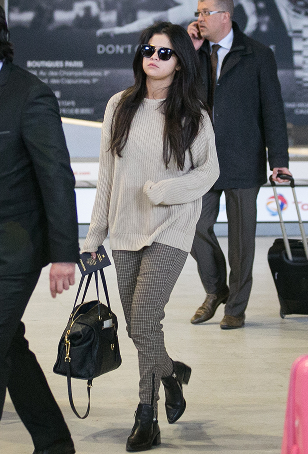 Selena Gomez arrives at Charles-de-Gaulle airport during the Paris Fashion Week Fall Winter 2015/2016 on March 10, 2015 in Paris, France.