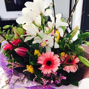 Billi Mucklow gets mother-to-be flowers from Andy Carroll, Instagram 15 March