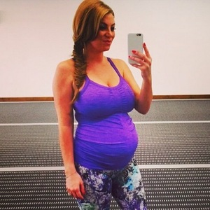 Billi Mucklow shows off baby bump during yoga workout, Instagram 16 March