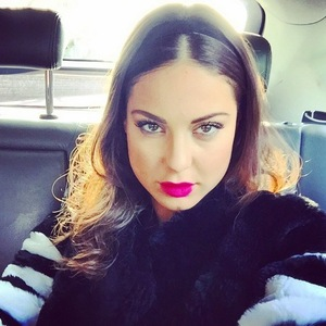 Louise Thompson en route to brunch with Alik Alfus, Instagram 23 March