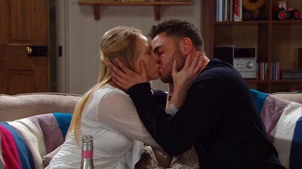 Emmerdale, Vanessa and Adam kiss, Tue 31 Mar