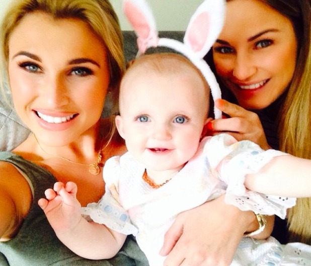 Billie Faiers and sister Sam pose for cute selfie with Billie's daughter Nelly, 5 April 2015