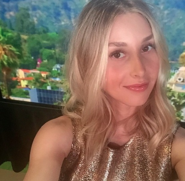 Whitney Port shows off make-up, by Phoebe Ogan, 19 March 2015