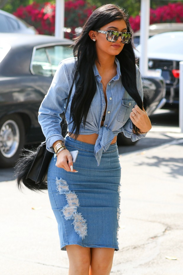 Kylie Jenner has lunch at Fred Segal followed by a shopping spree in West Hollywood, 31 March 2015
