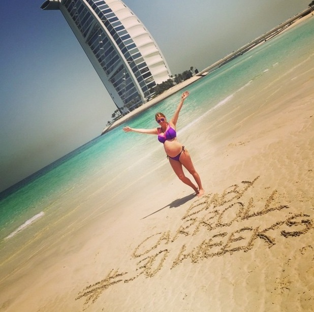 Billi Mucklow marks 30-weeks of pregnancy on babymoon in Dubai, Instgram 10 April