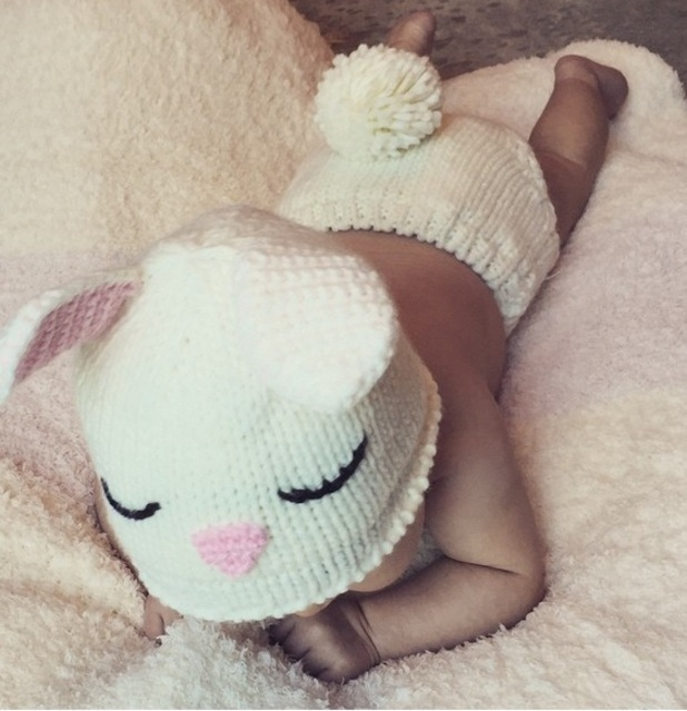 Vanessa Lachey shares cute photo of baby daughter Brooklyn, Instagram 6 April