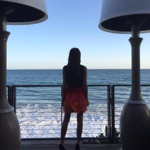 Victoria Beckham shares selfie on birthday, 18 April 2015