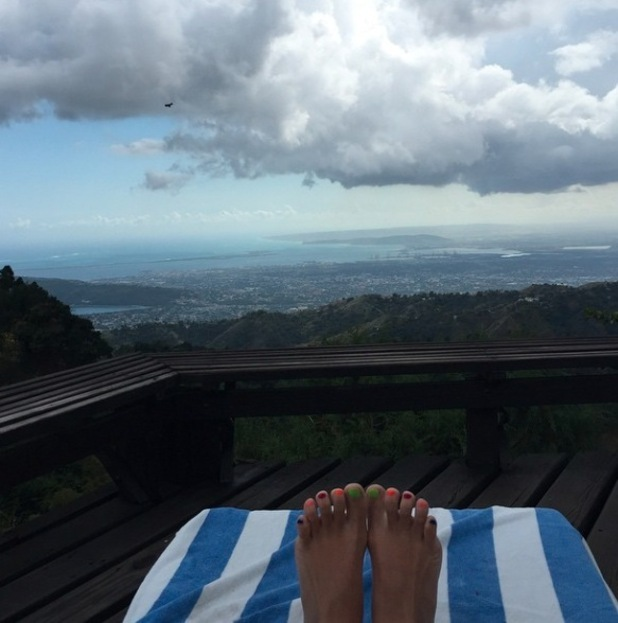 Lily Allen shows off her multi coloured pedicure in new Instagram picture.