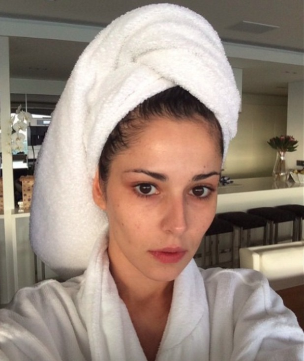 Cheryl Fernandez-Versini shares no makee-up selfie with Instagram followers, 18 April 2015