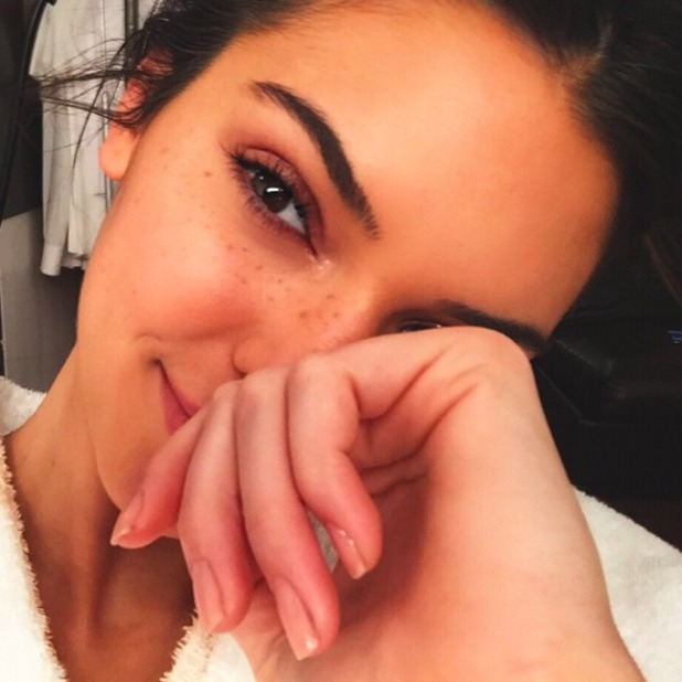 Kendall Jenner looks STUNNING in new bare-faced selfie, 26 April 2015