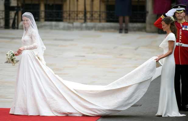 Catherine Middleton arrives at Westminster Abbey with her sister and Maid of Honour Pippa Middleton to marry Prince William on April 29, 2011.