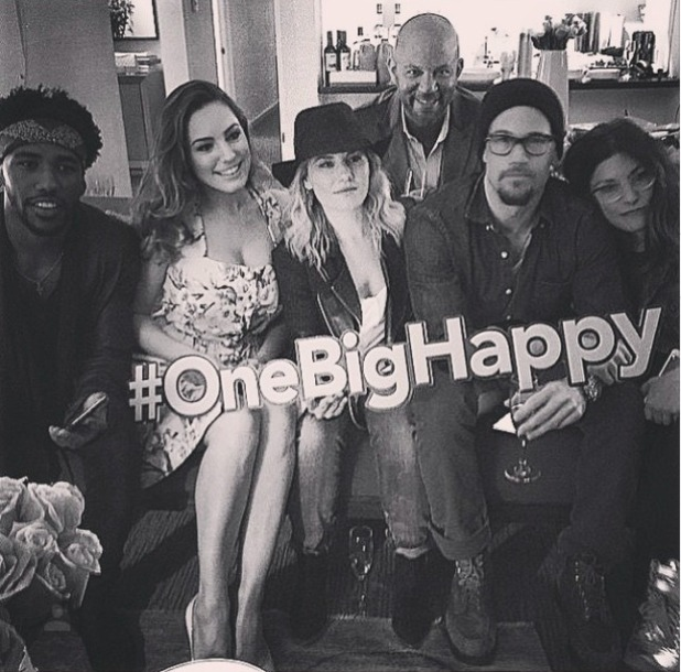 Kelly Brook shares picture of One Big Happy cast and crew after it was axed by NBC, 9 May 2015