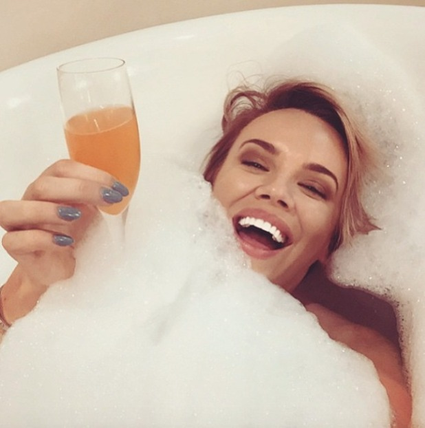 Maria Fowler bathtime selfie with champagne, 30 April 2015