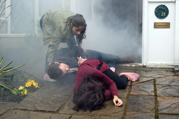 Hollyoaks, Porsche and Lockie in a fire, Thu 14 May
