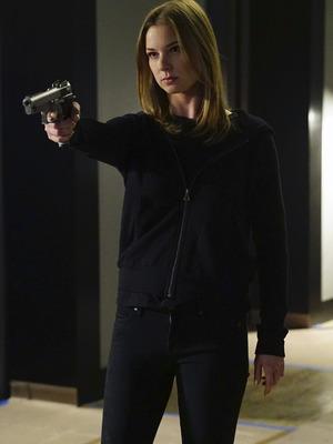 Revenge, Emily with a gun, Mon 8 Jun