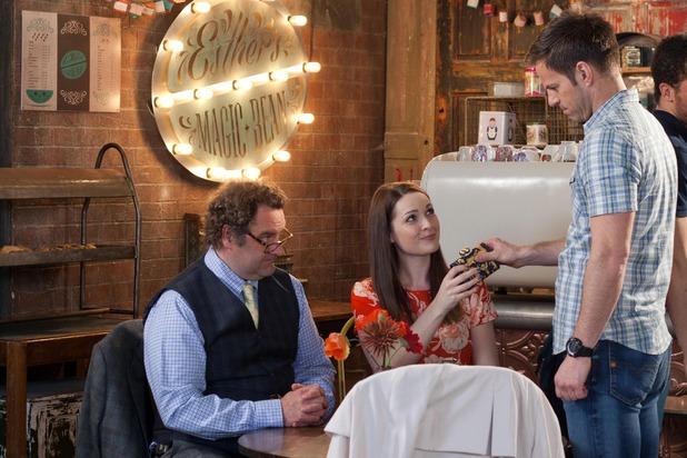 Hollyoaks, Ben meets Sienna, Fri 5 Jun