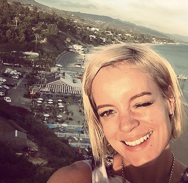 Lily Allen poses on Malibi Beach, 22 March 2015