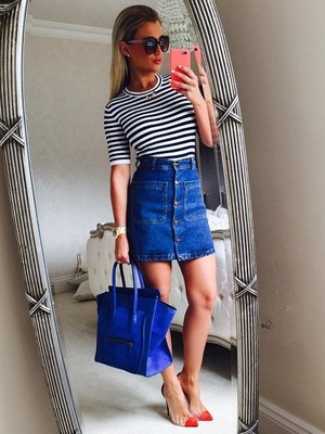Billie Faiers poses for a selfie before filming TOWIE, 17th June 2015