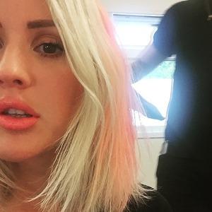 Ellie Goulding steps up her new platinum hair colour with a splash of pink, 24 June 2015