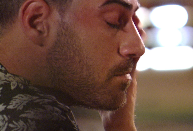 Jonathan Clark pours his heart out to Hannah Elizabeth after the couple row - aired 23 June 2015.