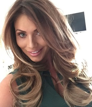 Amy Childs, honey blonde selfie, before going out for mum's birthday, 22 April 2015