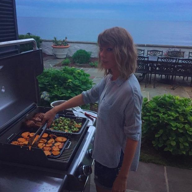 Calvin Harris shares first snap of girlfriend Taylor Swift, 3 July 2015