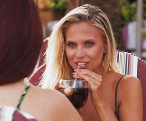 Jess Hayes and Naomi Ball have lunch, Love Island 3 July