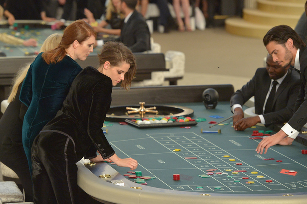 Kristen Stewart, Lara Stone play roulette at the Chanel show, Paris Fashion Week 7th July 2015