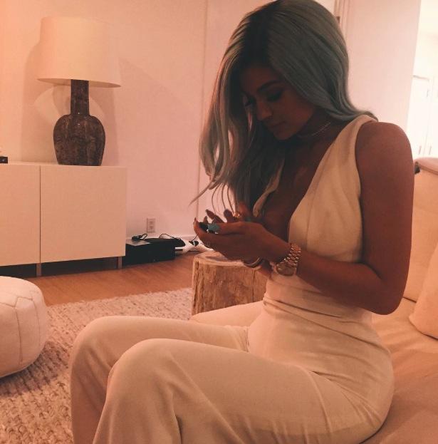 Kylie Jenner debuts brand new blue hair on Instaram 10th July 2015