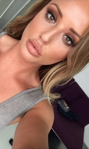 Charlotte Crosby shows off gorgeous bronze make-up by Melissa Wharton for Mememe book promotion,