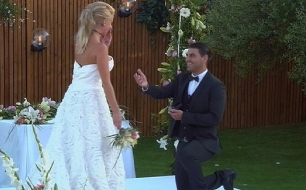 Jonathan Clark proposes to Hannah Elizabeth, Love Island 15 July