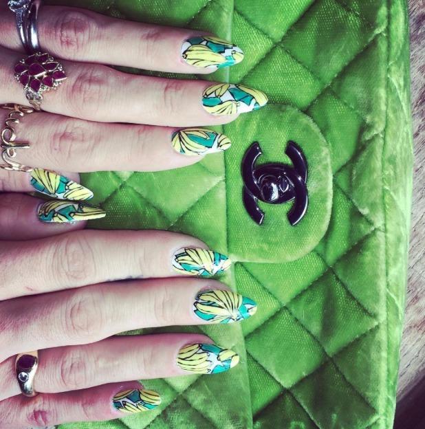 Lily Allen rocks bananas nails, thanks to Naomi Yasuda, 26 July 2016