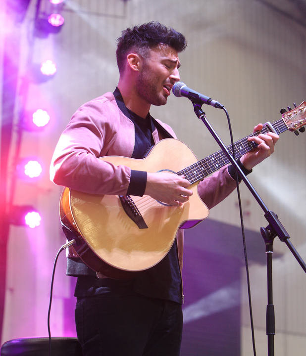 Jake Quickenden performs to a full house after the last race at Aintree, 10th April 2015