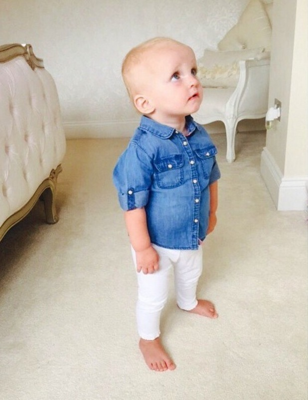 Sam Faiers shares snap of Nelly in denim shirt and white leggings, 6th August 2015