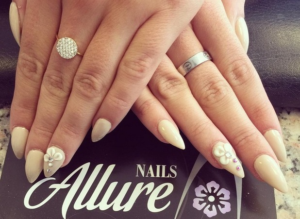 Georgia Kousoulou show off elegant manicure on Instagram, 20th August 2015