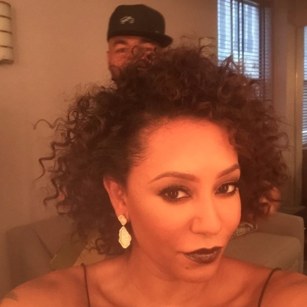 Mel B goes all Scary Spice '90s on us by embracing her curls, 19 August 2015