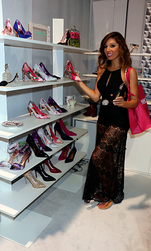 Farrah Abraham checks out merchandise during Magic Convention at the Las Vegas Convention Center 17 August 2015