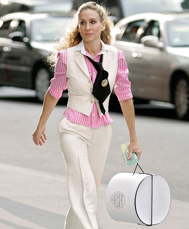 Sarah Jessica Parker as 'Carrie Bradshaw' on location for 'Sex and the City: The Movie' on September 21, 2007, in New York City. (Photo by Brian Ach/WireImage)