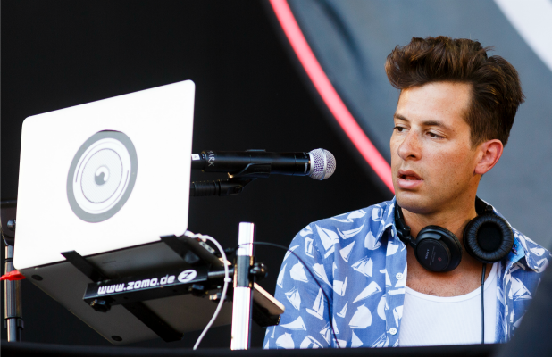 Mark Ronson performs on Day 1 of the V Festival at Hylands Park on August 22, 2015 in Chelmsford, England. (Photo by Tristan Fewings/Getty Images)