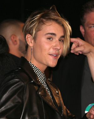 Justin Bieber breaks at the MTV Video Music Awards, Show, Los Angeles - 30 Aug 2015