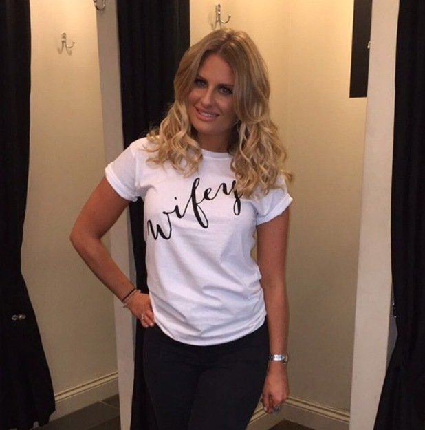TOWIE's Danielle Armstrong rocks big bouncy waves in an Instagram selfie, 8th September 2015