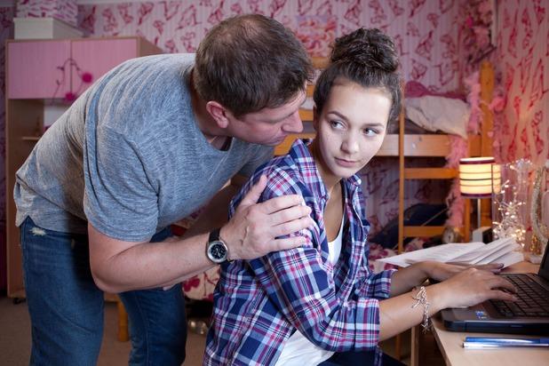 Hollyoaks, Pete tries to seduce Cleo, Tue 22 Sep